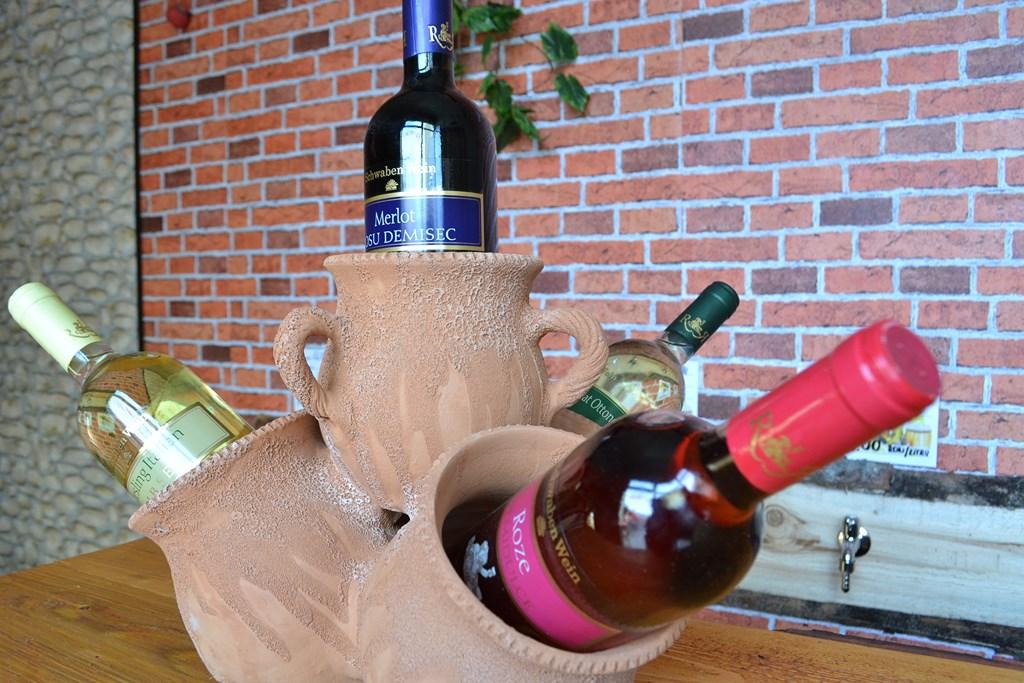 DSC 0339 Copy Nou în Codlea   Crama de vinuri La Butoi