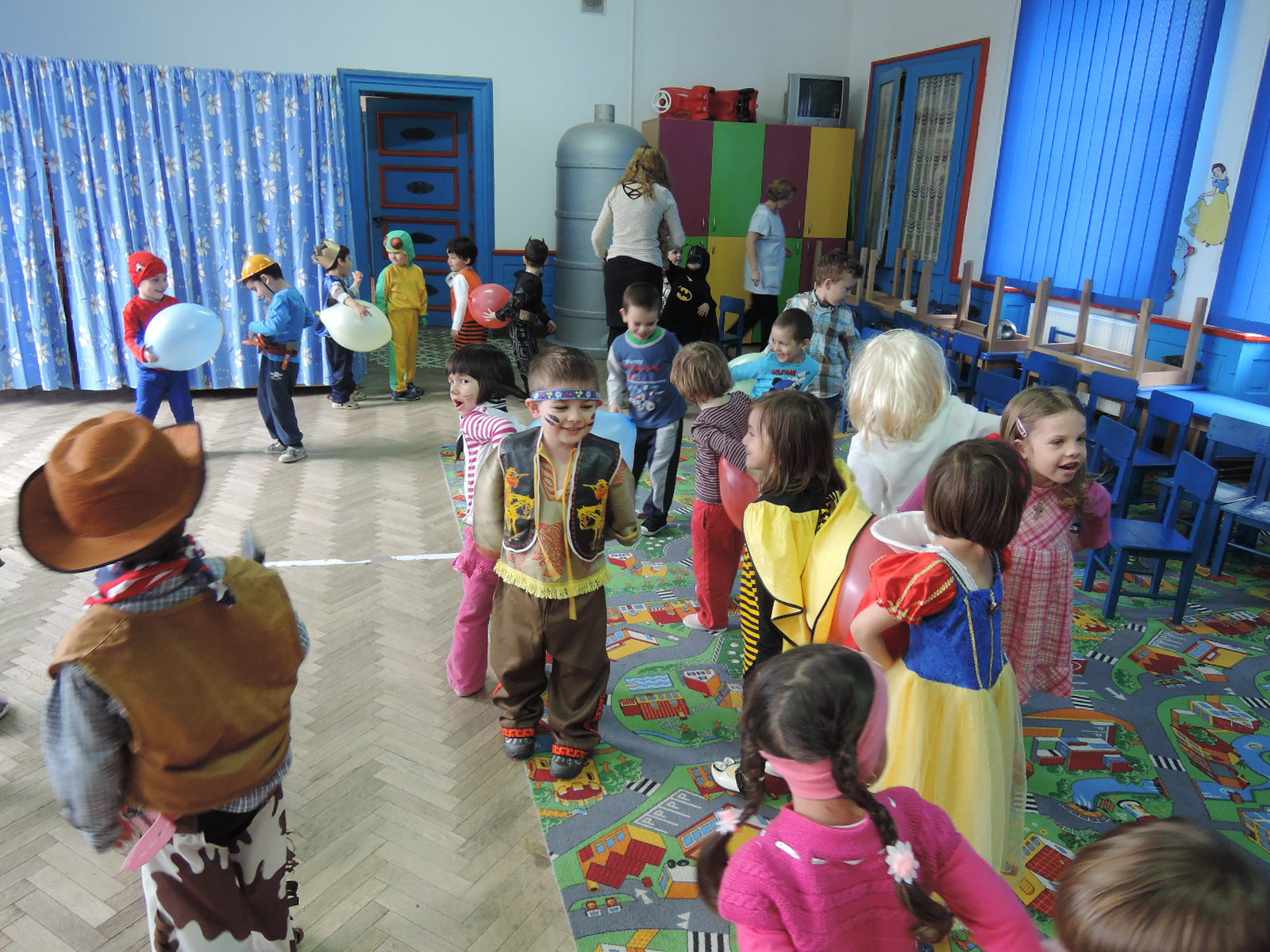 Saptamana s-a incheiat cu o petrecere-carnaval