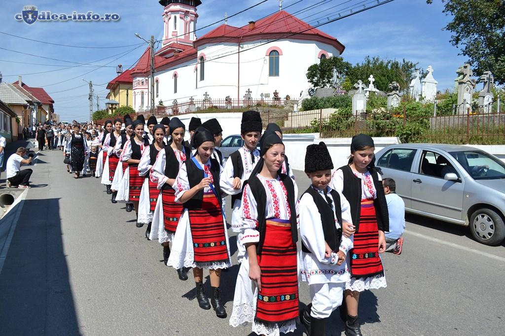 parada portului popular dumbravita (3)