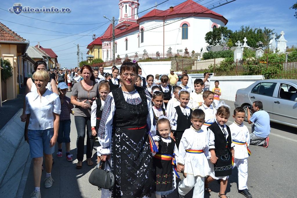 parada portului popular dumbravita (4)