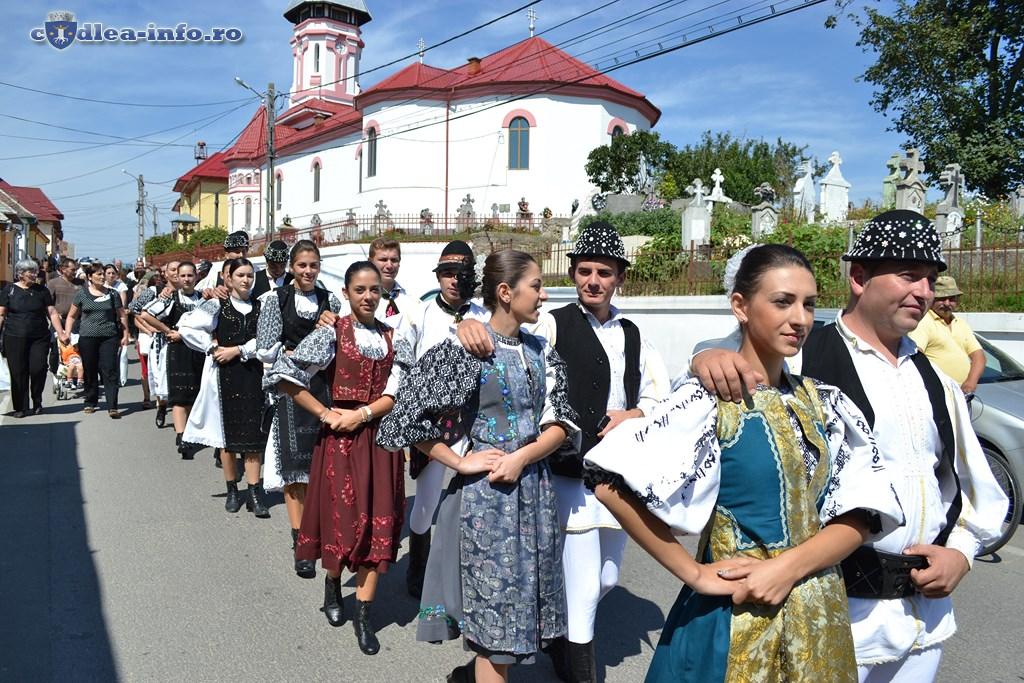 parada portului popular dumbravita (5)