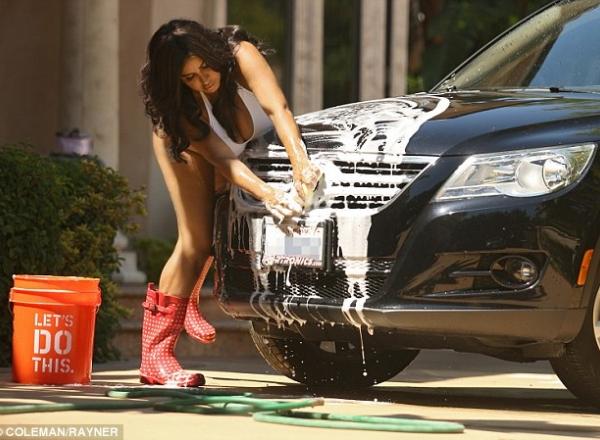spalat masina in strada