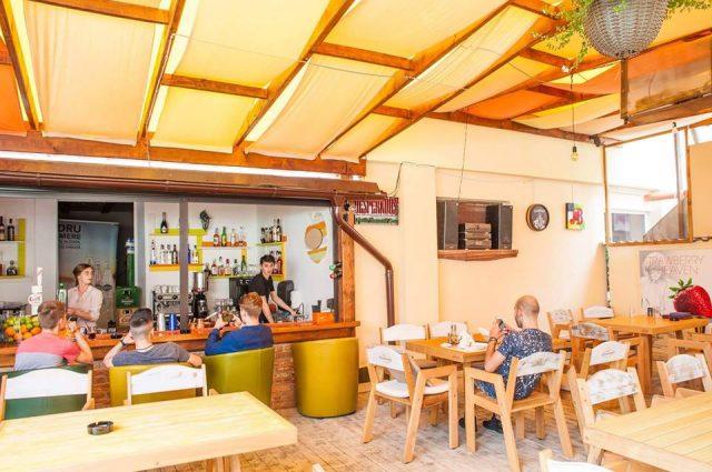 vara asta se poart terasele union pub n parteneriat cu chef boutique codlea info. Black Bedroom Furniture Sets. Home Design Ideas